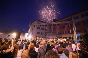 Održan spektakularan bajramski koncert na gradskom trgu u Bihaću