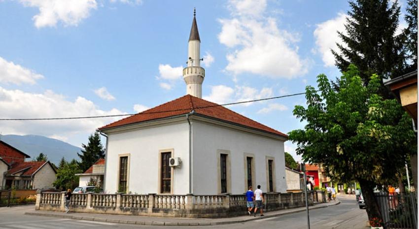 Đačka džuma svakog petka u Harmanskoj džamiji u Bihaću